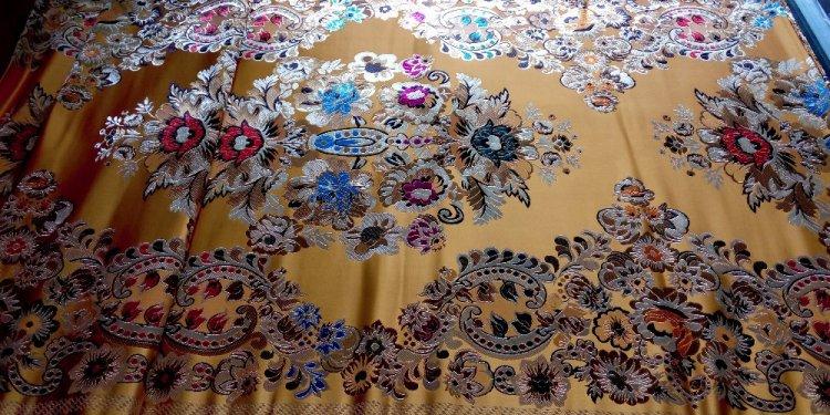 Fabric cheongsam gold back