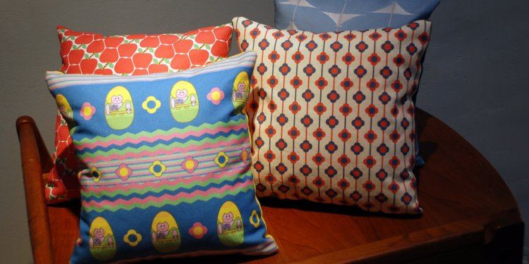 Art Pillows (Apples, Fleurs, Weeble Wobbles, MAM