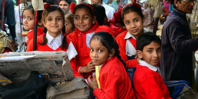 India - Uttar Pradesh - Mathura - School Rickshaw 4