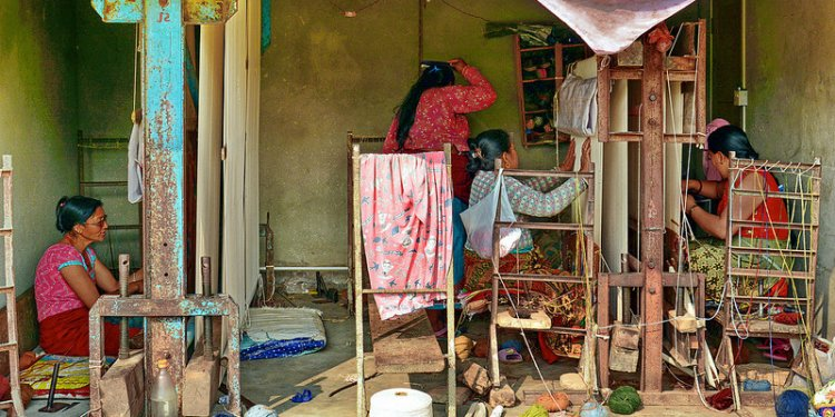 Nepal - Bungamati - Carpet Weaving - 9